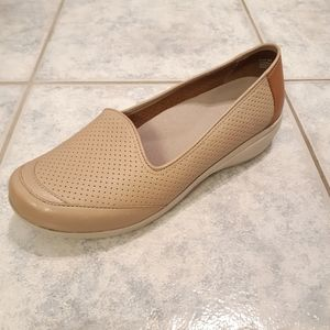 Dansko women shoes color taupe size 9.5